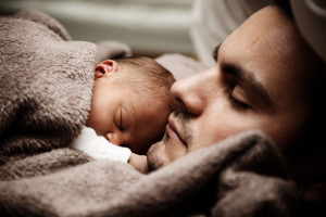 baby-and-dad-sleeping